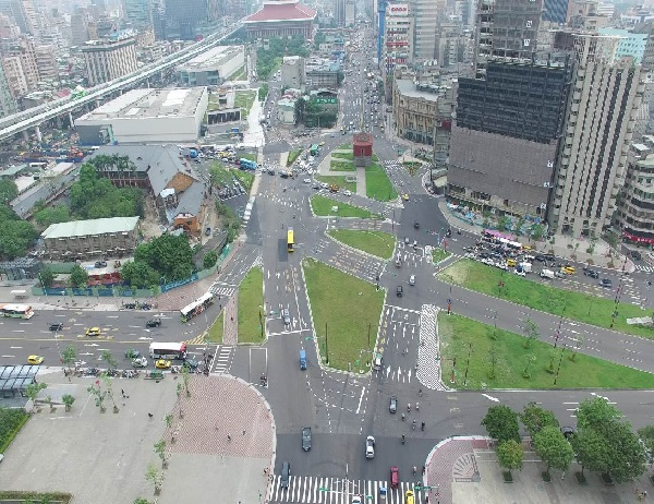 Photo of Zhongxiao West Road and Zhonghua Road intersection now