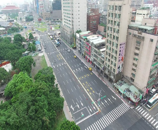 Photo of Zhongxiao West Road (Xining North Road - Zhonghua Road) now<br/>