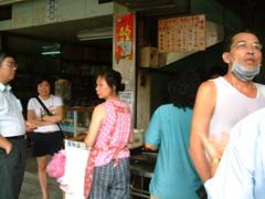老張炭烤燒餅店門口