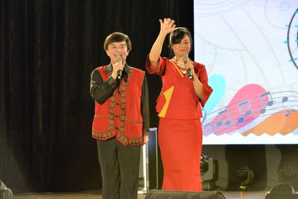 森林斯納依嘉年華活動主持人小蔡與小茉莉