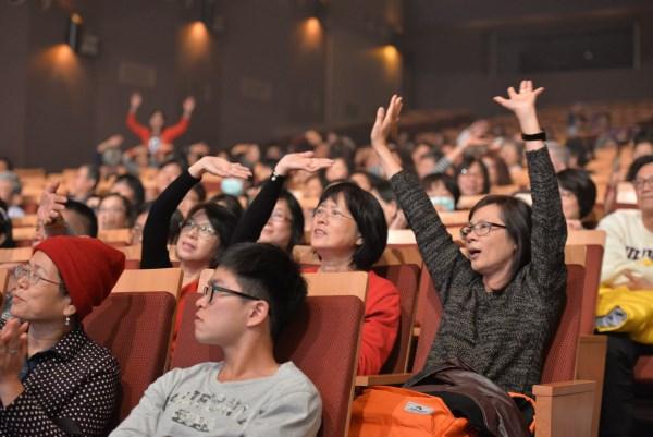 演唱會現場觀眾反應熱烈