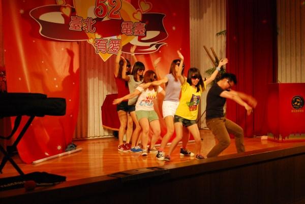 (另開視窗)暑期實習生勁歌熱舞慶臺慶