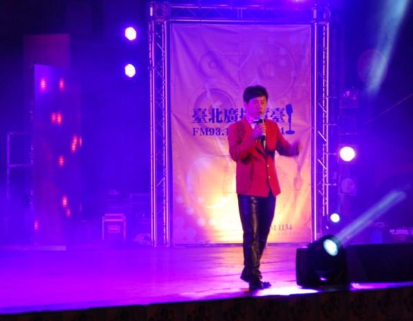 (另開視窗)藝人黃西田演唱「英雄」