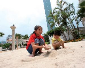人工沙灘颳起城市渡假風
