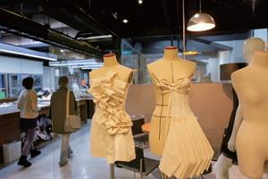 西園29服飾創作基地展售新銳設計師作品,是打點行頭的服飾祕密寶庫。