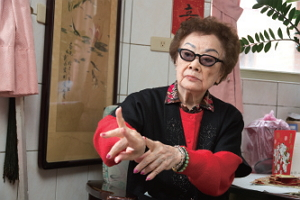 登臺八十多年的戴綺霞,是臺灣京劇界難能可貴的國寶級人物。