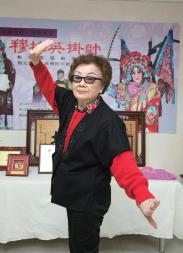 喜歡愛國戲曲的戴綺霞對京劇的貢獻,鞠躬盡瘁,令人感佩。