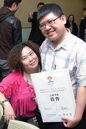 張安秀以胖女孩也能穿出自信與美麗為點 子參加創業競賽,獲得好評。
