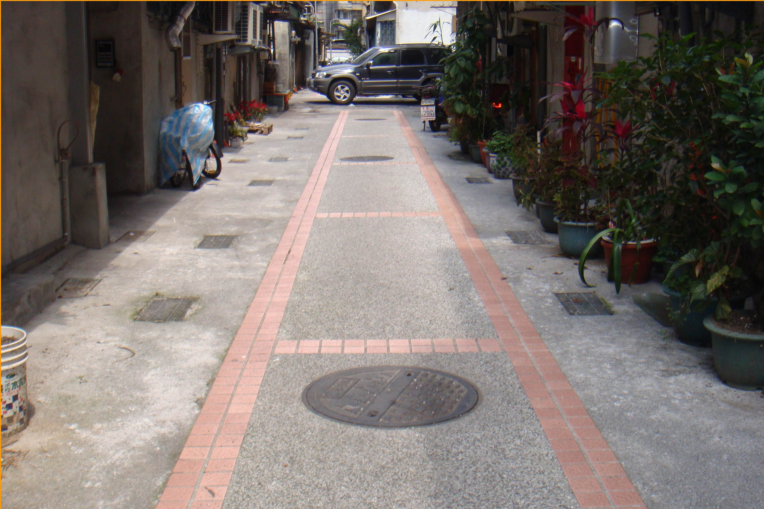 美觀大方的後巷美化地坪鋪設完成了