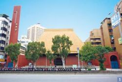 1. Grace Baptist Church exhibits many classical Chinese architectural motifs, one of the most recognized landmarks in south Taipei.