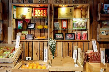 A fashionable, trendy fruit shop