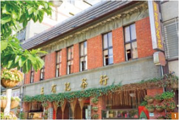 1. The classical red-brick structure that Wang Tea is housed in, done in the Minnan style, has been in place over 100 years.