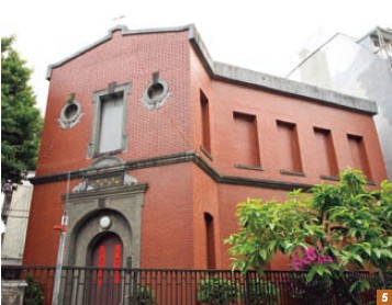 5. The two-story, classically elegant Li Chun-sheng Memorial Church is in the Baroque style.