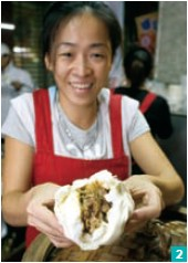 2. The renowned Dadaocheng purveyor of meat-filled steamed buns, Miaokou Roubao.