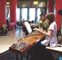 1. Each afternoon the grand lobby resounds with the elegant sounds of live traditional Chinese zither and huqin music.