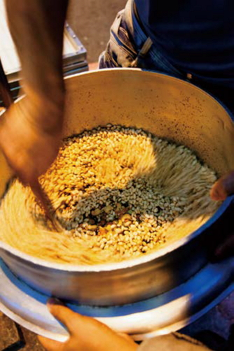 After the rice has expanded, maltose, mixed nuts, peanuts, and otheringredients are added.