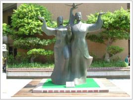 大門外雕像