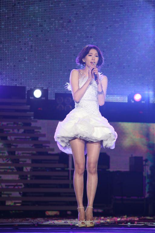 (另開視窗)2010跨年晚會林志玲偶像明星表演