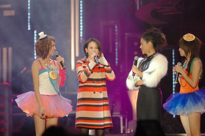 (另開視窗)2007跨年晚會,主持人藍心湄、黑澀會妹妹訪問楊乃文