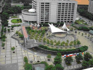 市政大樓周邊場地小型集會廣場01
