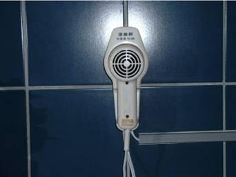 公廁內裝置吹風機