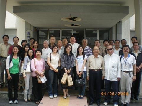 全體參訪人員於新竹市眷村博物館前合影