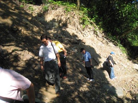 因颱風肆虐,加九寮步道土石坍方