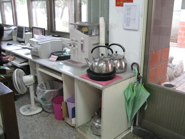 頭份鎮公所提供奉茶服務