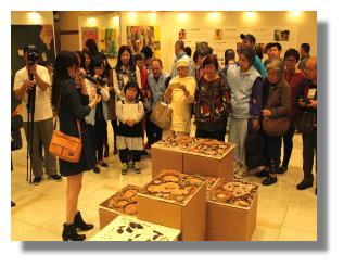 本院美術社暨此次策展人江海泙老師親自於現場導覽。
