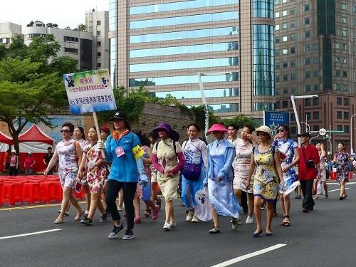 新移民萬華風情隊抵達市民廣場