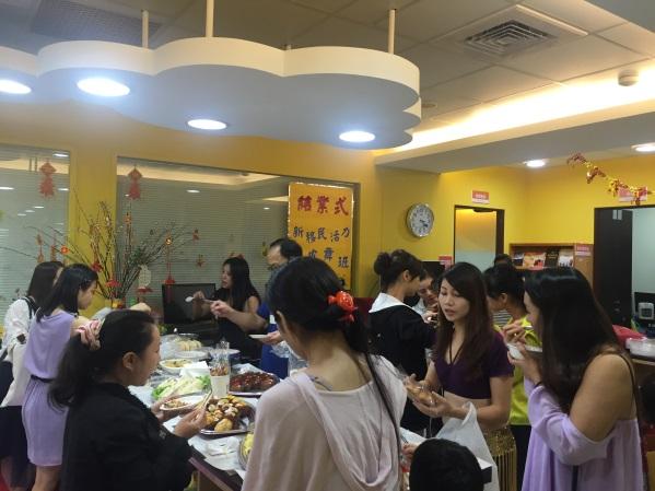 結業式的餐敘,學員一人帶一樣食物與大家分享,留下難忘回憶