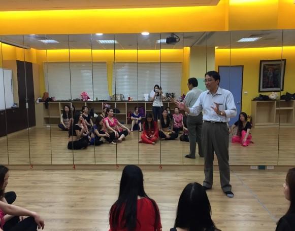 開課當日,南港區公所吳課長義彬與大家致詞及勉勵。