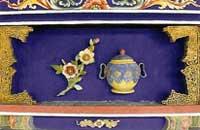 博古柱堵:山茶花、壺