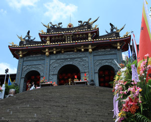 The door of Zhinan Temple