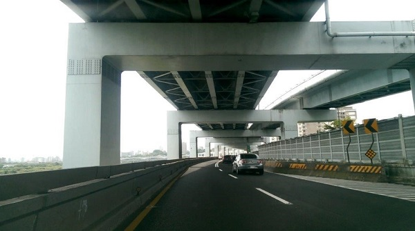 PAC pavement is applied on Shuiyuan Expressway of Taipei City as a trial run to reduce noises created by fast traveling vehicles