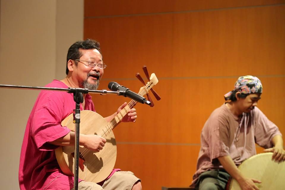 不遺餘力推動月琴藝術的音樂大師陳明章也非常喜歡以月琴作為其創作素材