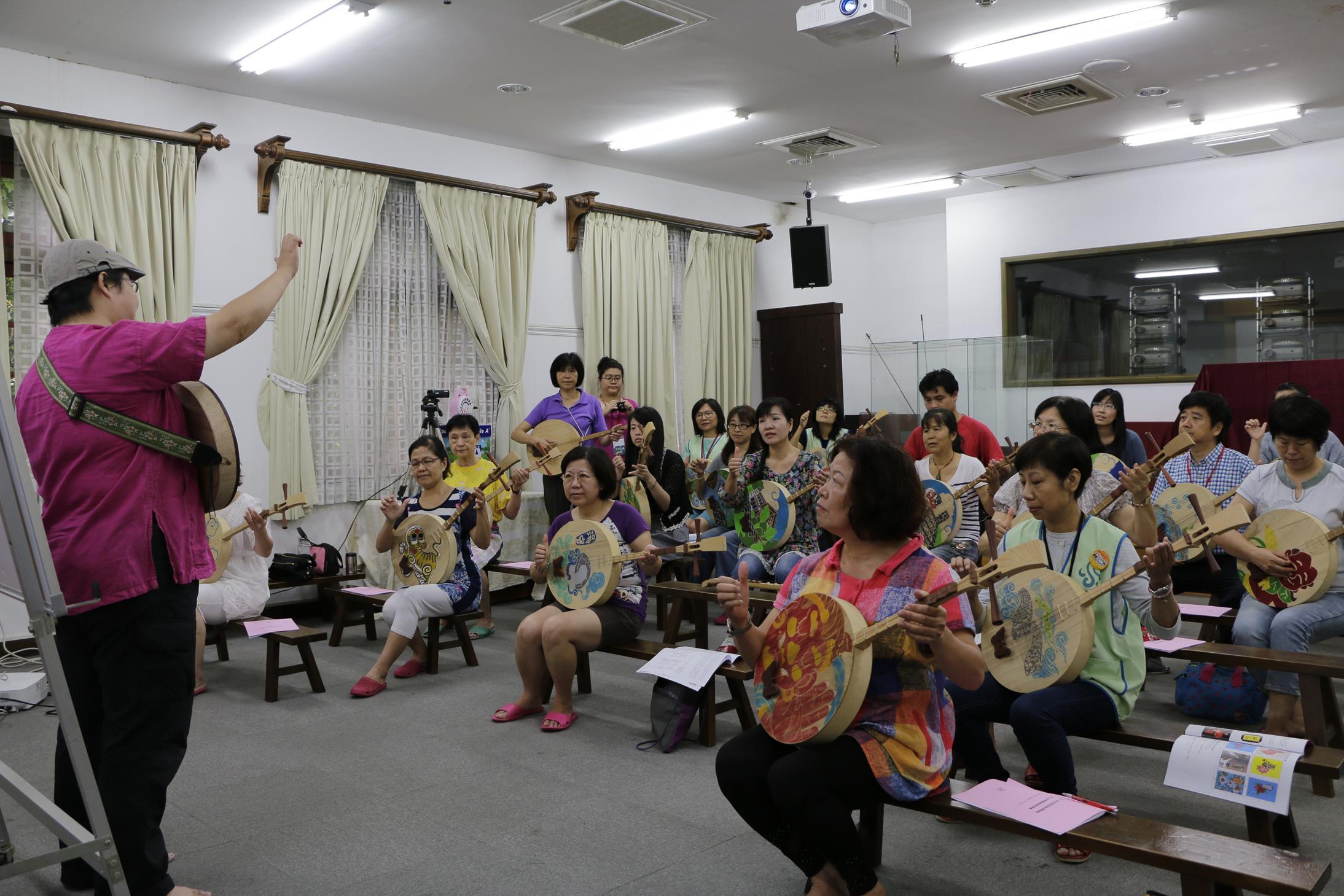 20160828_志工月琴祭體驗課01