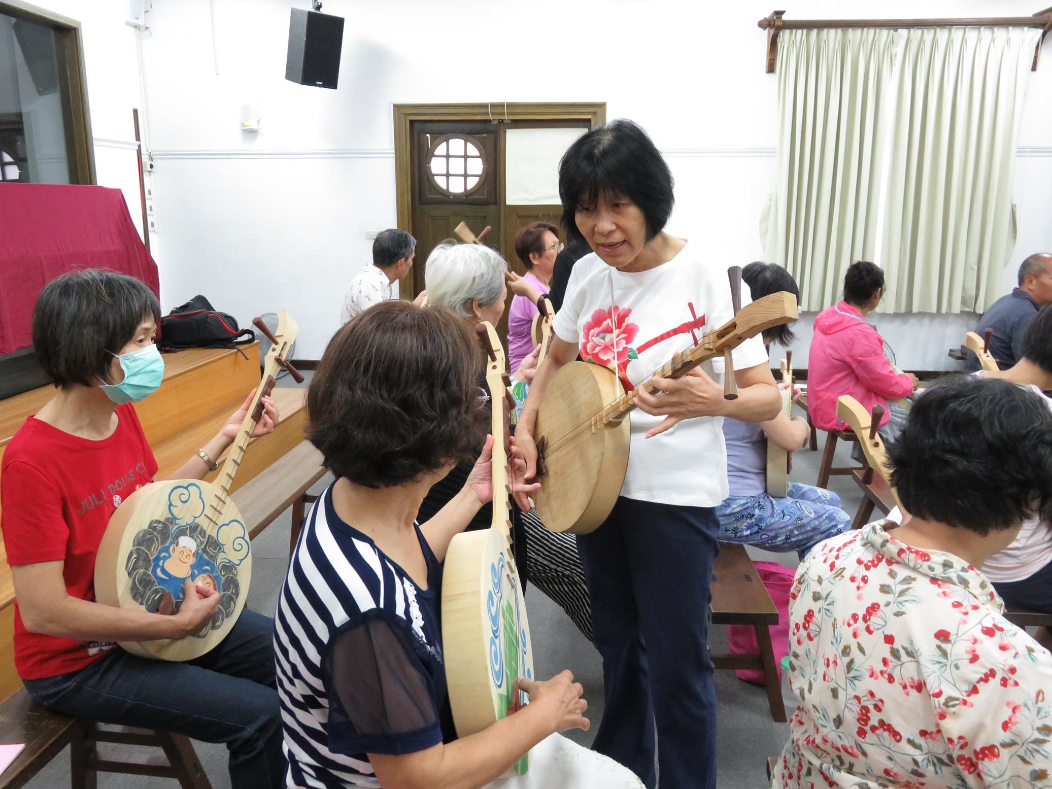 20160829_志工月琴祭體驗課05