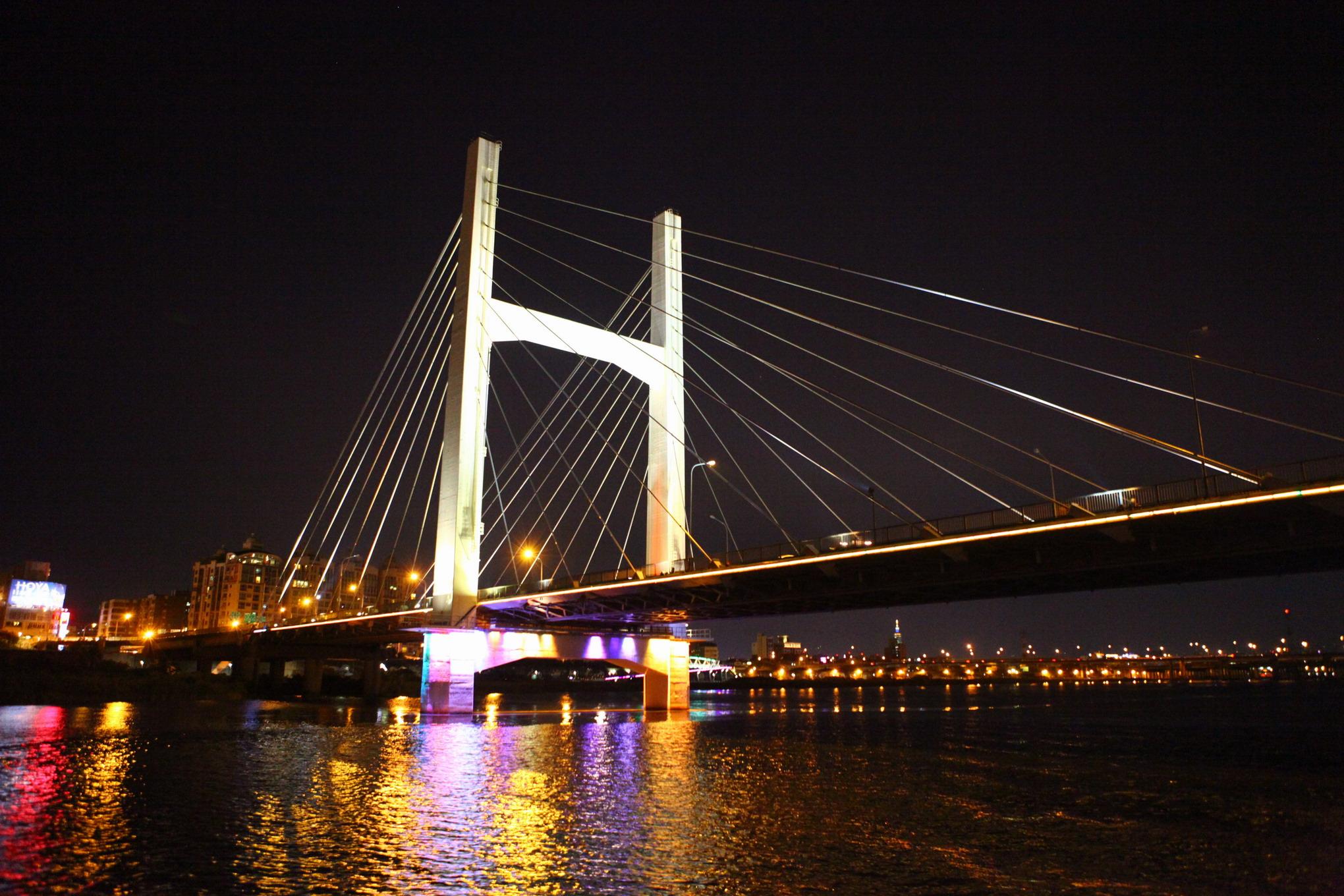 藍色公路夜航經過重陽大橋