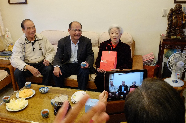 黃劉奶奶家庭和樂融洽