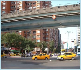 中山區第五期重劃後,主要道路寬敞,大幅改善交通問題