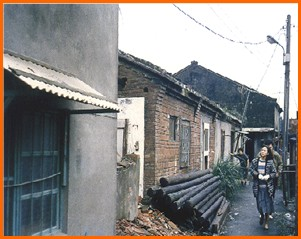 中山區第八期重劃前,低矮房舍座落其間之一