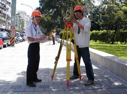 操作測量儀器情形