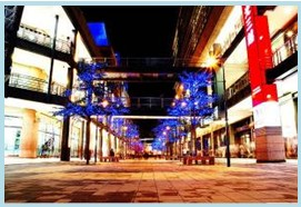 松山區第二期重劃後,新興百貨商圈,越夜越美麗,親子逛街休閒的好場所