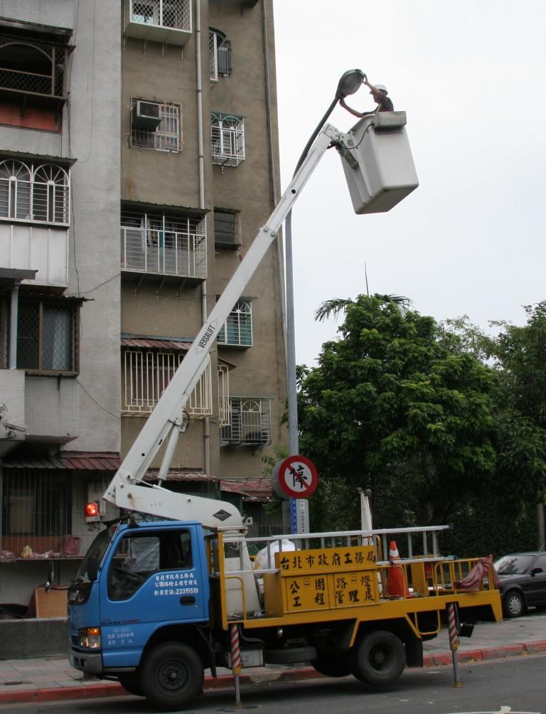 路燈維修-高空作業-2