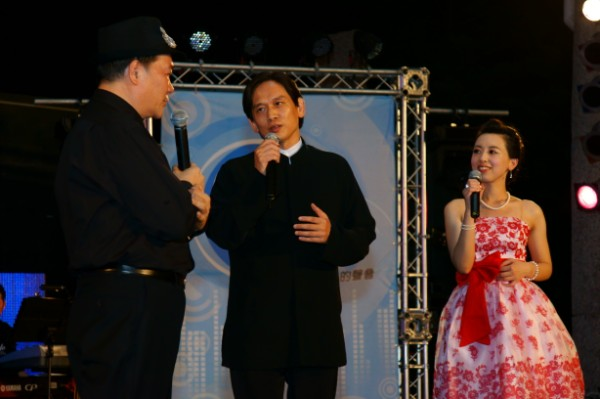 主持人李明德及linda訪問殷正洋