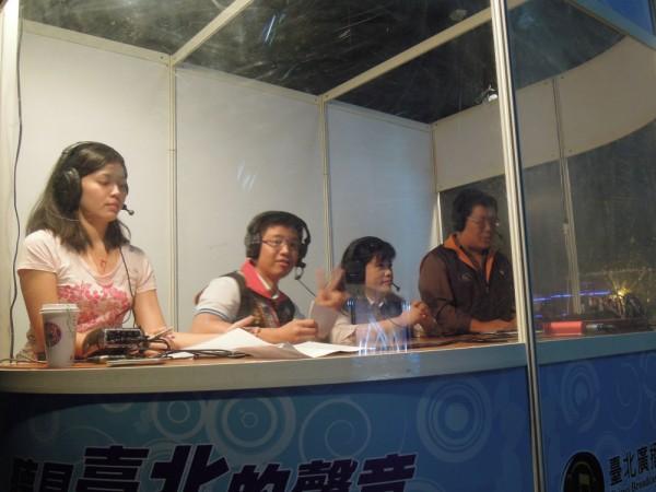 左二李芳儒議員左三為原民會主委楊馨怡