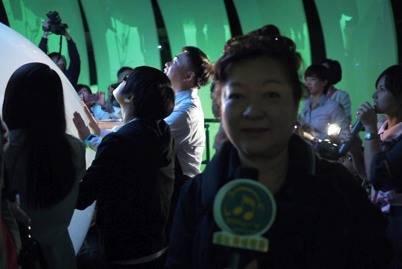 (另開視窗)本臺記者連線報導郝龍斌市長參觀花博夢想館現場實況