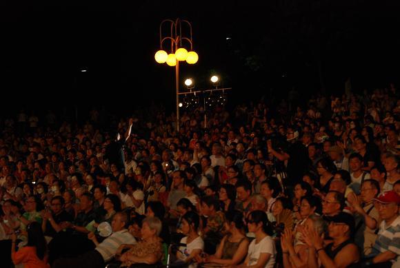 (另開視窗)演唱者與觀眾互動1