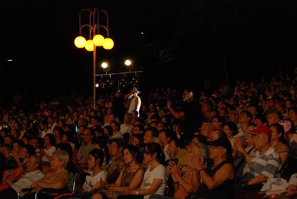 (另開視窗)演唱者與觀眾互動3